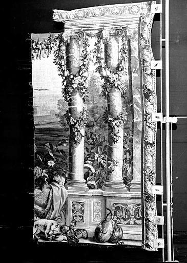 Tapisserie, tenture des Mois ou des Maisons royales : Fragment (Marly ?)