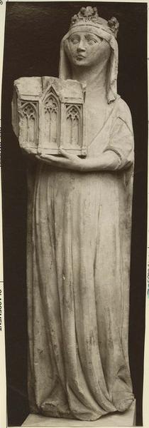 Statue : Marguerite d'Evreux, femme de Charles IV le Bel, vue générale