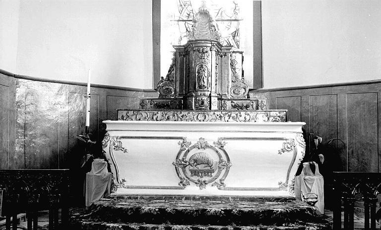 Maître-autel et tabernacle en bois sculpté peint et doré