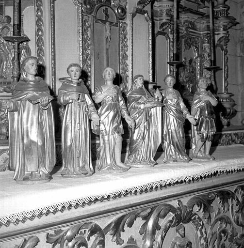 Statuettes ornant le retable du maître-autel