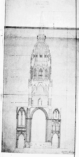 Coupe sur la tour de l'Horloge suivant l'axe longitudinal de l'édifice
