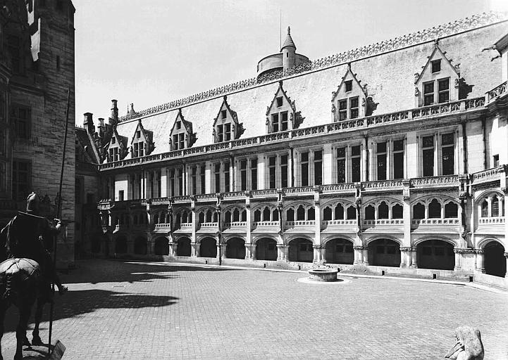Bâtiment de la salle des Preuses vu de la cour