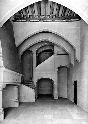 Bâtiment dit du Casernement : Escalier