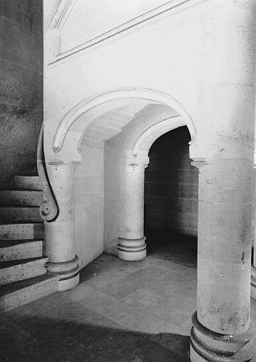 Bâtiment dit du Casernement : Départ de l'escalier