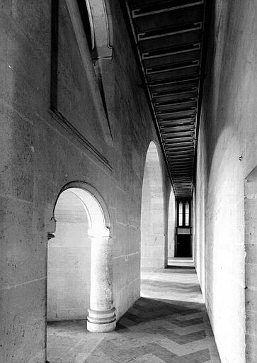Bâtiment dit du Casernement : Galerie derrière l'escalier