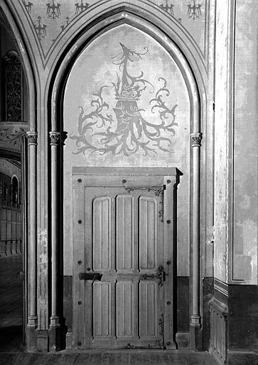 Salle des Preuses : Porte d'entrée latérale droite