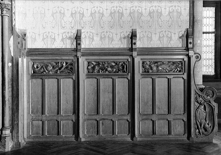 Grande salle du donjon au 1e étage : Lambris