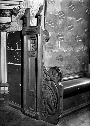 Grande salle du donjon au 1e étage : Jouée d'alcôve