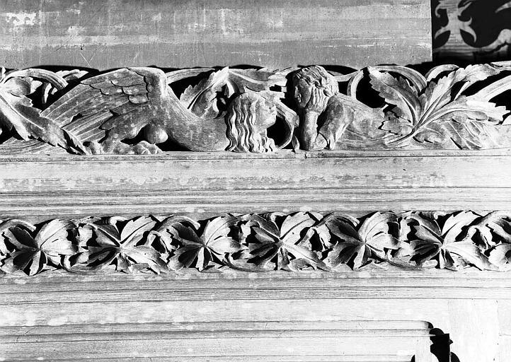 Donjon : Frise sculptée du lambris de l'antichambre de l'Empereur