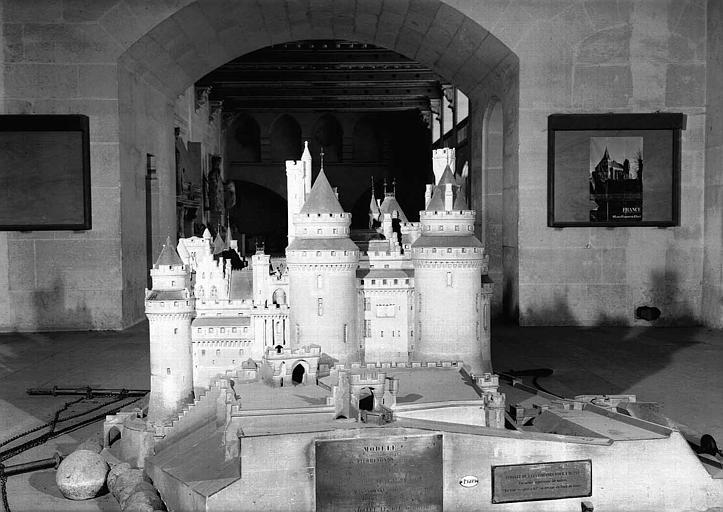 Maquette du château vue du sud-ouest