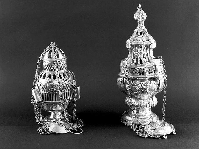 Deux encensoirs en argent