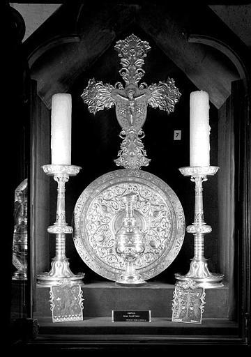 Ostensoir, aiguière et chandeliers provenant de la chapelle