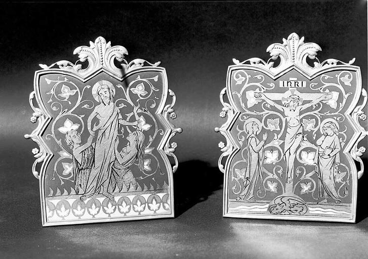 Deux baisers de paix en bronze émaillé : Jésus sauvant Adam et Eve, et Crucifixion