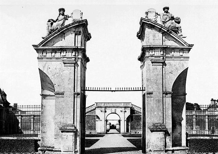 Vue perspective des trois portes