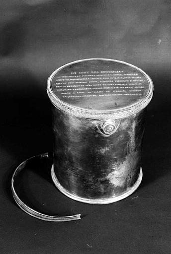 Urne en cuivre argenté contenant les entrailles de Louise Isabelle d'Artois, fille du Duc de Berry, morte en 1817