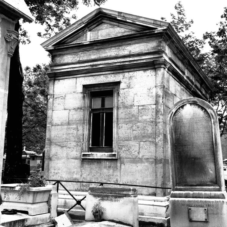 Façade arrière de la sépulture des familles Caccia et Blommaert
