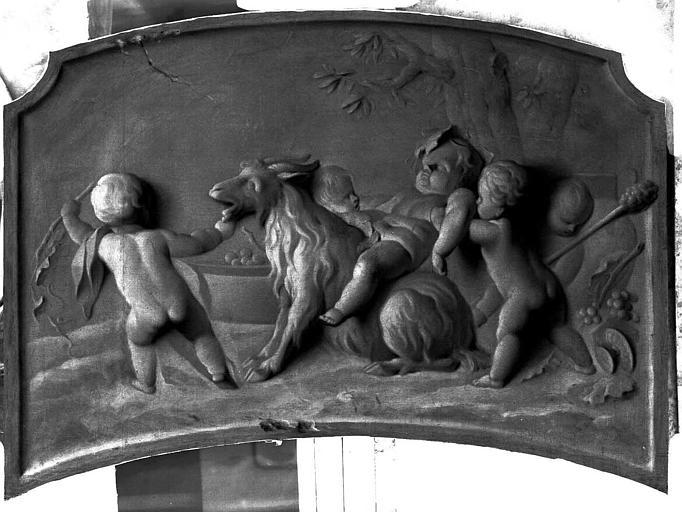 Peinture sur toile (au-dessus d'une porte du vestibule) : Amours jouant avec une chèvre
