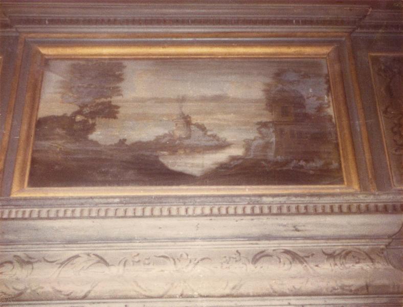 Cheminée, plafond, portes, lambris de revêtement