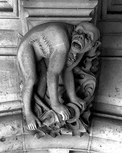 Clef de voûte de la galerie du rez-de-chaussée : Un singe