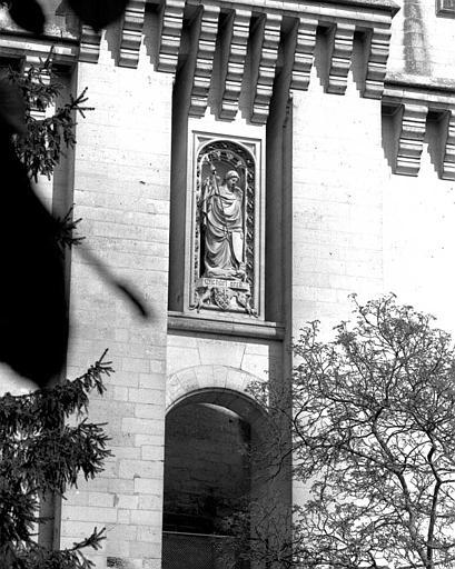 Poterne : Statue de Saint-Michel