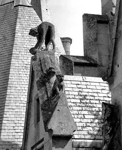 Gâble : Détail des sculptures (singe)