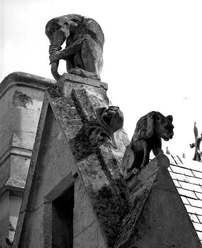 Gâble : Détail des sculptures (éléphant)