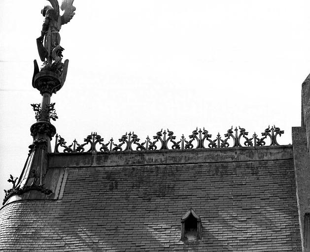 Chapelle : Crête du toit