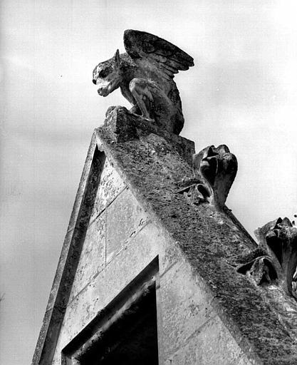 Gâble : Détail des sculptures (animal fantastique)