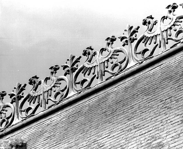 Bâtiment dit des Preuses : Crête du toit