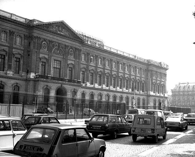 Façade de la Cour carrée, côté Seine