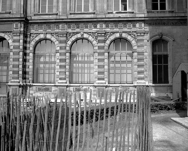 Façade est (côté Seine) donnant sur le jardin de l'Infante (partie centrale)