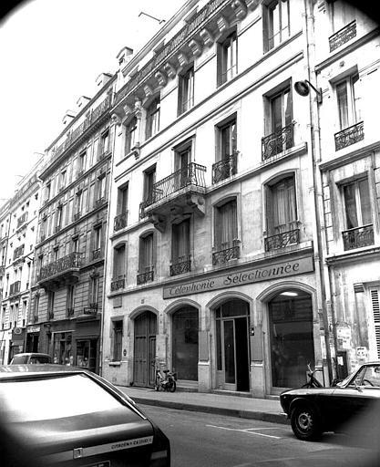 Vue d'ensemble de la façade sur rue