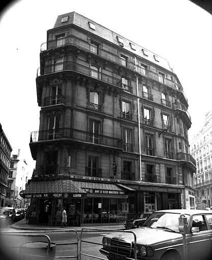 Vue d'ensemble de la façade sur la rue Lafayette