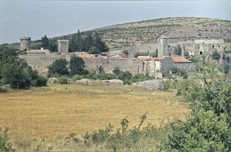 Ensemble du village fortifié, tours des remparts
