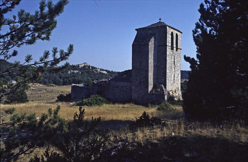 Restes d'une église romane, clocher