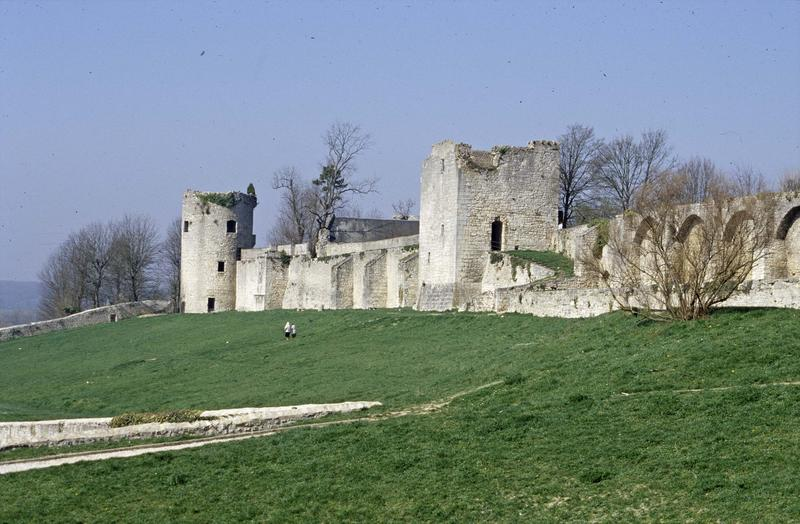Anciennes fortifications, tours