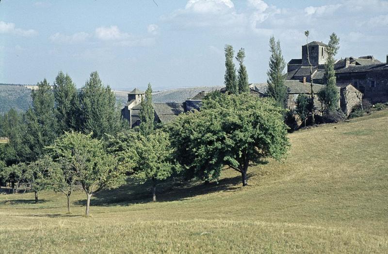 Vue générale du village et des deux églises