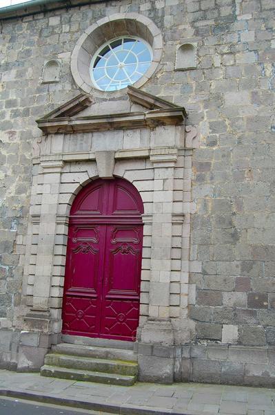 détail de la porte d'entrée de l'ancienne chapelle
