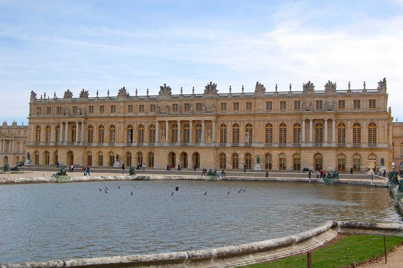vue générale de la façade est du Palais