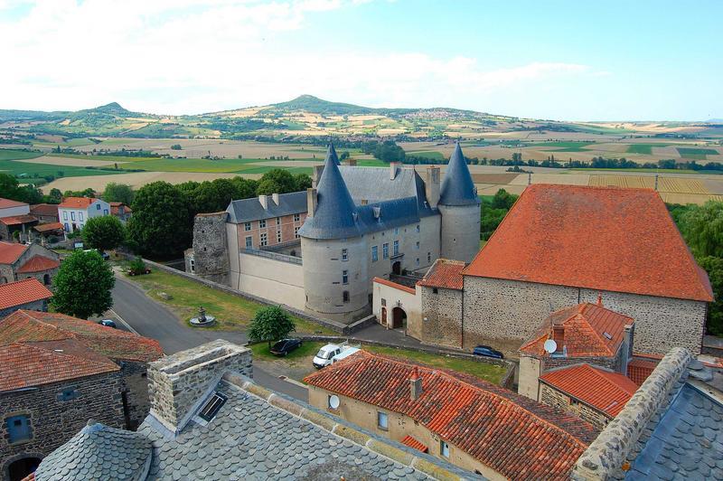 vue générale du château dans son environnement depuis le donjon de l'ancien hôtel d'Aureilhe