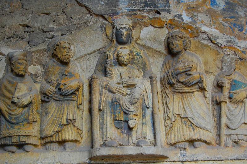 Bas-relief : Vierge en majesté entre saint Pierre saint Jean saint Austremoine et des ecclésiastiques (la)