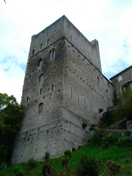 vue générale des façades sud et est de la tour