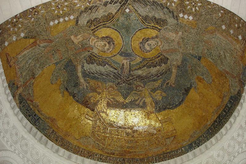 vue générale de la mosaïque de l'abside est : l'Arche sainte bénie par la main de Dieu