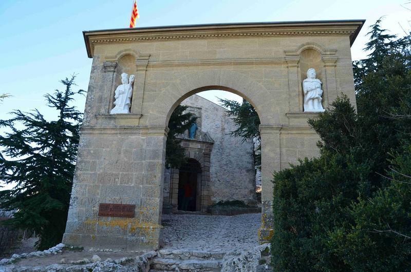 porche d'accès Ouest au site
