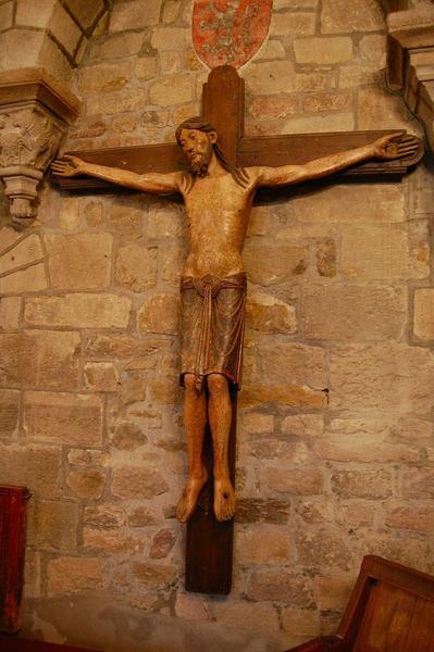 statue : Christ en croix, dit Christ à cotillon, vue générale