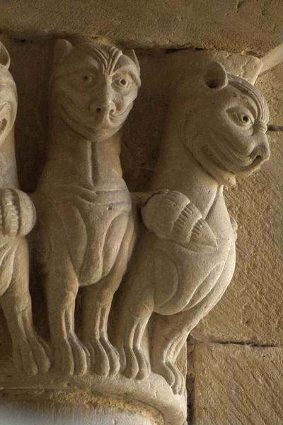 Chapiteau historié, personnage et animaux