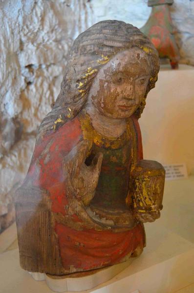 Statue (fragment) : Sainte Madeleine