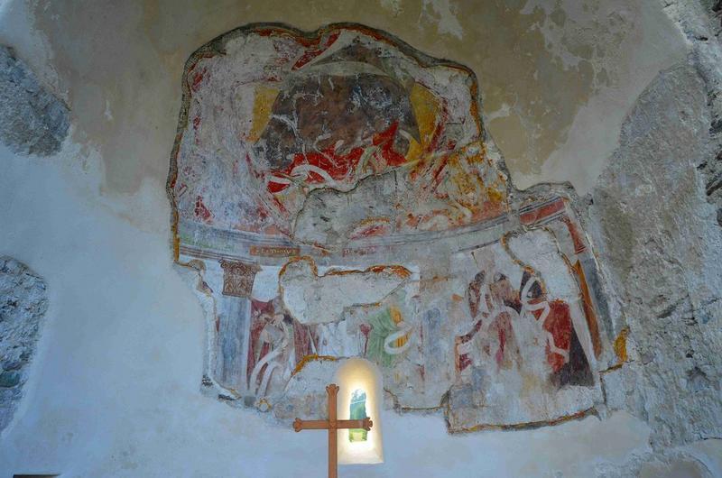 Vue générale de la peinture monumentale du choeur : Christ en majesté entouré des apôtres
