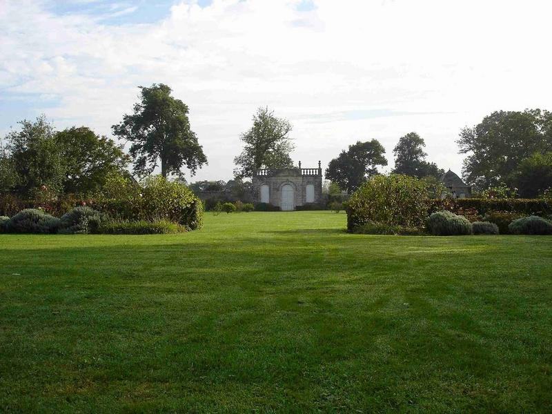 Vue générale du pavillon de l'orangerie dans son environnement