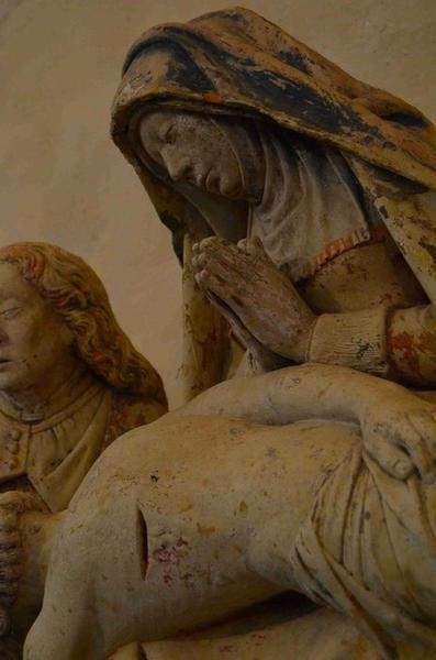 Groupe sculpté (petite nature) : Vierge de pitié entre saint Jean et Marie-Madeleine, détail de la Vierge